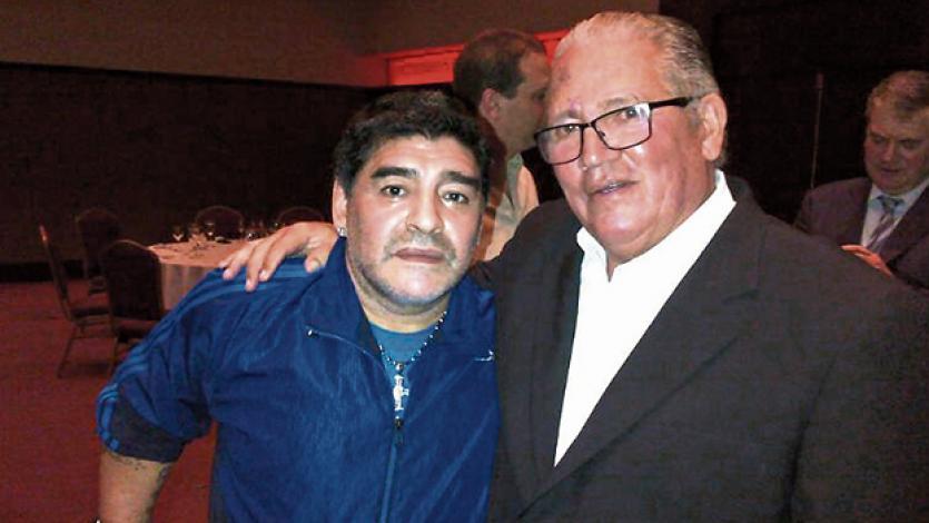 Diego Maradona y el día que le cantó 'Las Mañanitas' a Ramón Mifflin por sus 40 años (VIDEO)