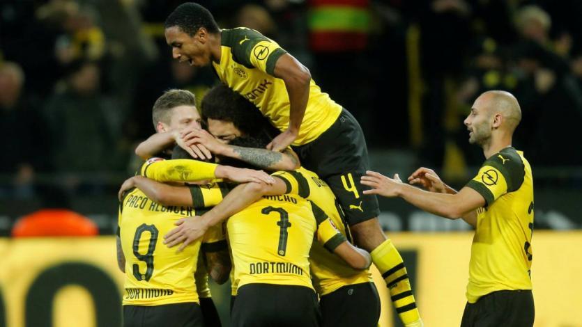 Borussia Dortmund se impone ante el Schalke 04 y sigue en lo más alto de la Bundesliga