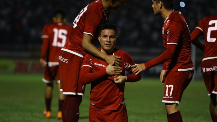 Universitario volvió al triunfo ante Deportivo Municipal en el Callao