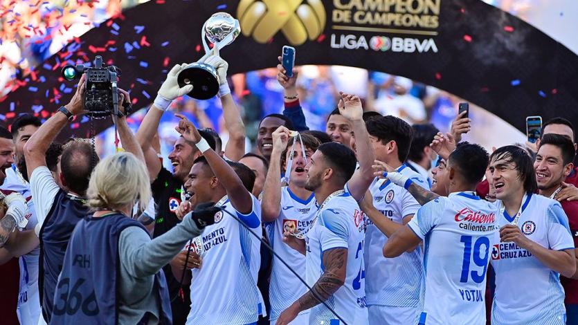 Cruz Azul de Juan Reynoso y Yoshimar Yotún levantó el título de Campeón de Campeones