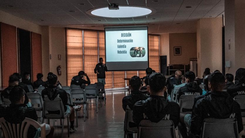 Liga1 Betsson: Manuel Corrales brindó charla coaching a jugadores de Cusco FC