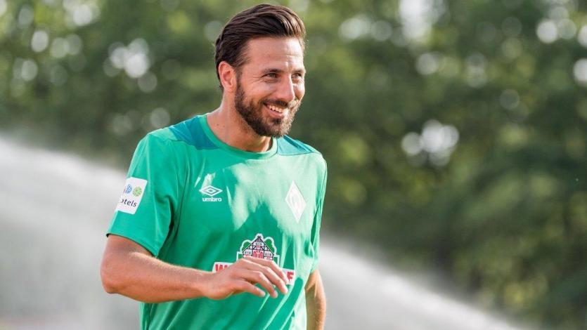 Claudio Pizarro contó los problemas que le trajo el fútbol en su etapa escolar