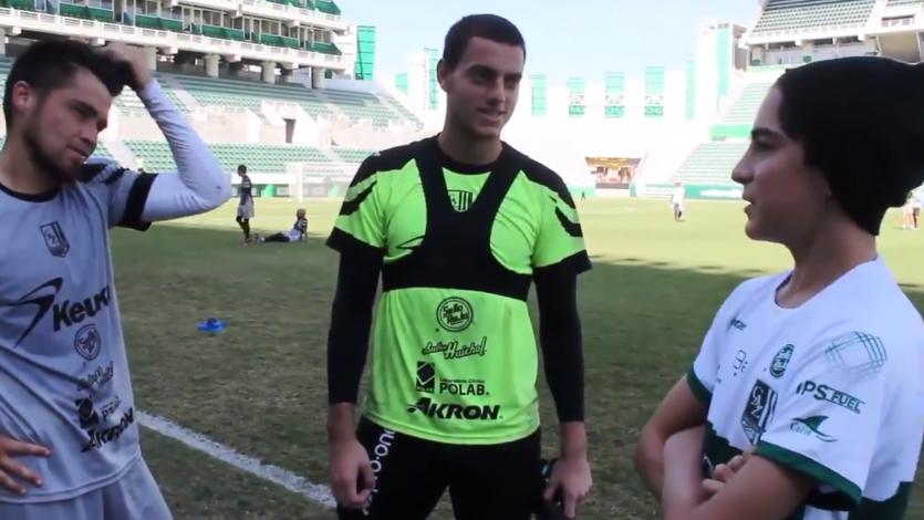 Alejandro Duarte y Rodrigo Cuba recibieron la visita de un joven peruano hincha del Zacatepec (VIDEO)