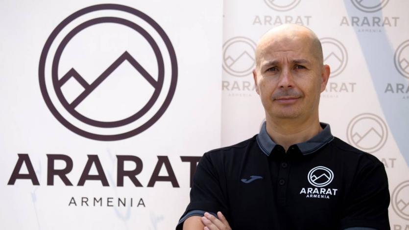 """Técnico de Jeisson Martínez en el Ararat: """"Está ilusionado por vestir la camiseta de la Selección Peruana"""""""