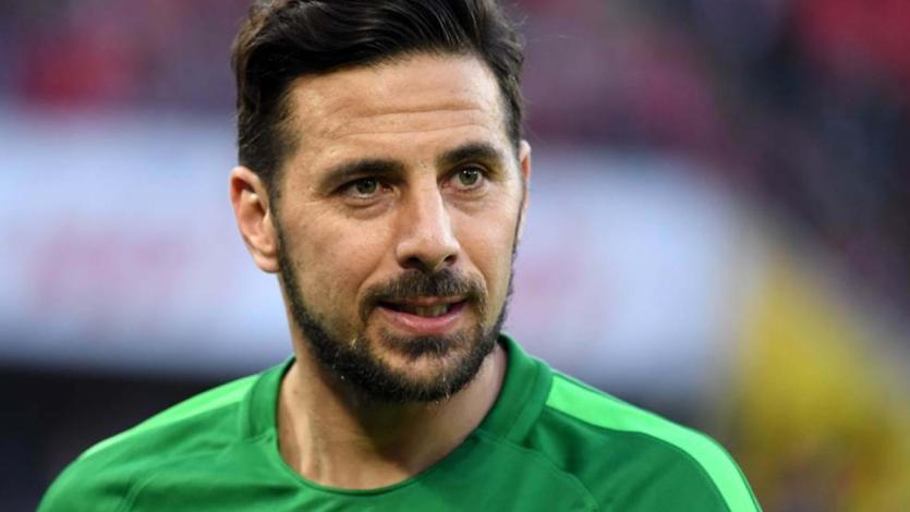Con Claudio Pizarro, el Werder Bremen golea a domicilio
