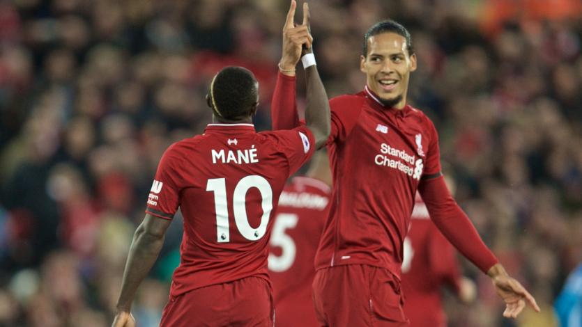 Liverpool golea al Huddersfield y le mete presión al Manchester City