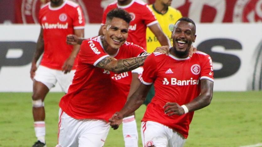 Paolo Guerrero volvió a jugar tras siete meses con el Inter de Porto Alegre