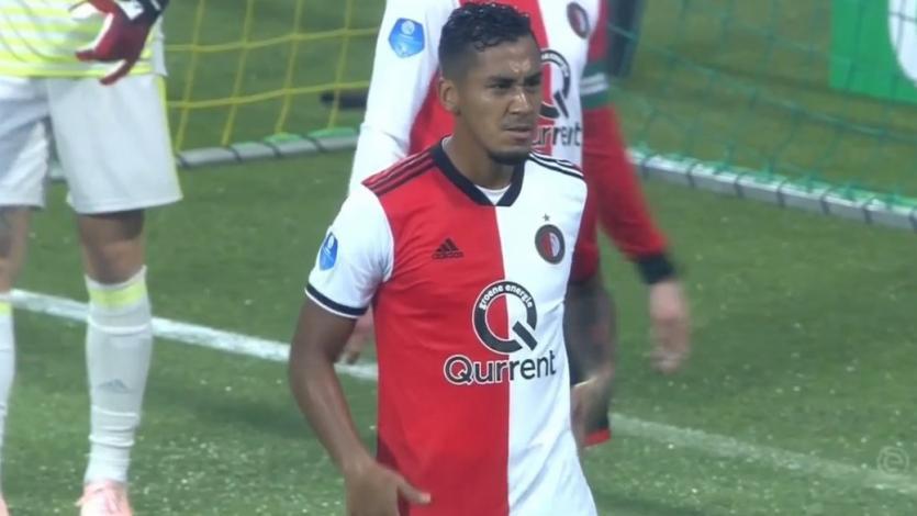 Renato Tapia fue titular en el empate del Feyenoord