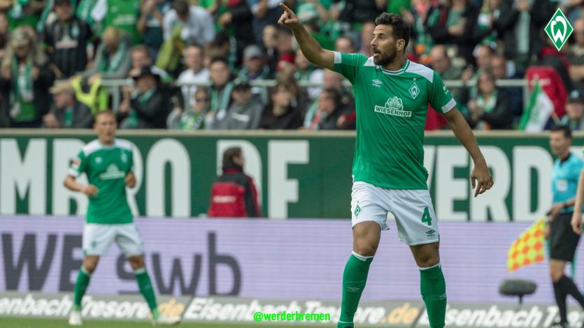 Claudio Pizarro actuó en el triunfo del Werder Bremen