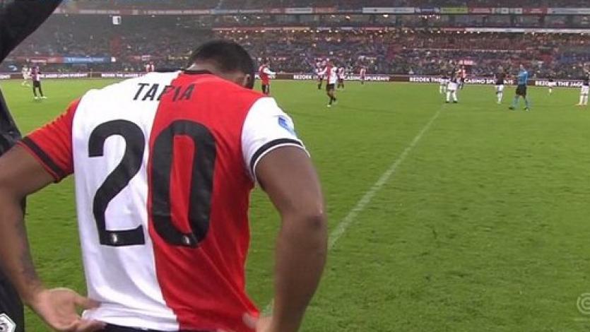 Renato Tapia volvió a la acción con el Feyenoord