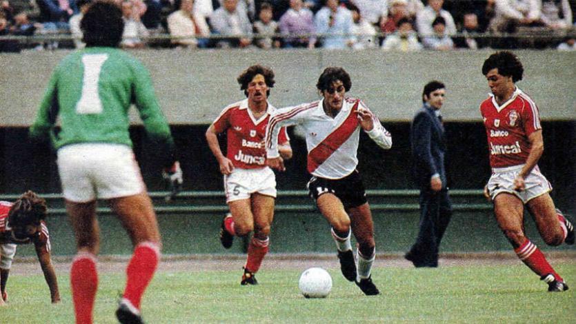 Enzo Francescoli debutó hace 37 años en River Plate: una radiografía a su paso por el 'Millonario'