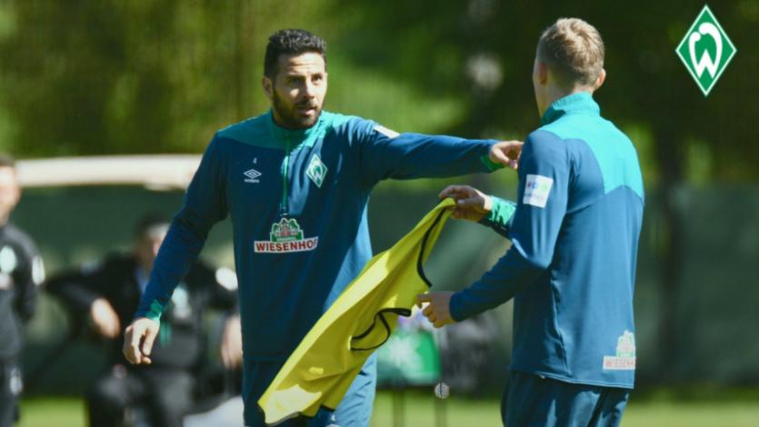 Claudio Pizarro anunció que jugará un año más en el Werder Bremen