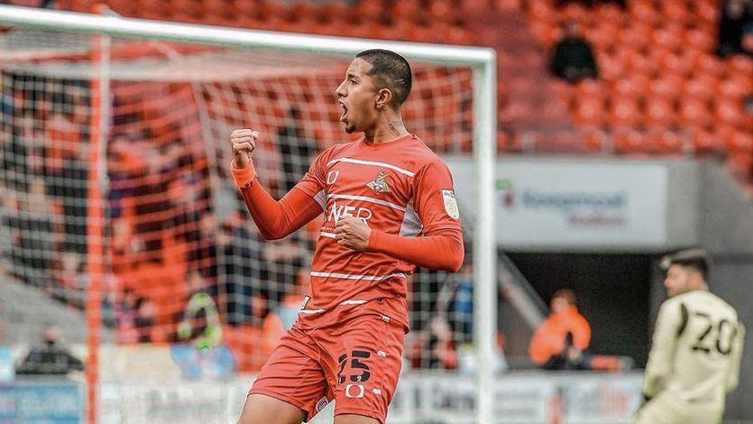 """DT de Doncaster Rovers: """"Rodrigo Vilca se está desarrollando bien"""""""