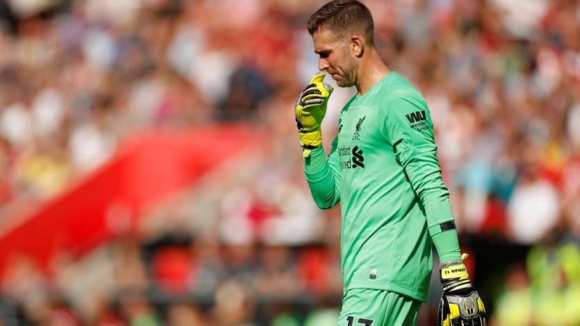 El blooper del arquero del Liverpool FC que casi perjudica el triunfo en la Premier (VIDEO)