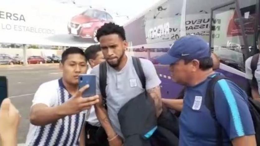 Plantel de Alianza Lima fue despedido por sus hinchas antes de viajar Juliaca (VIDEO)