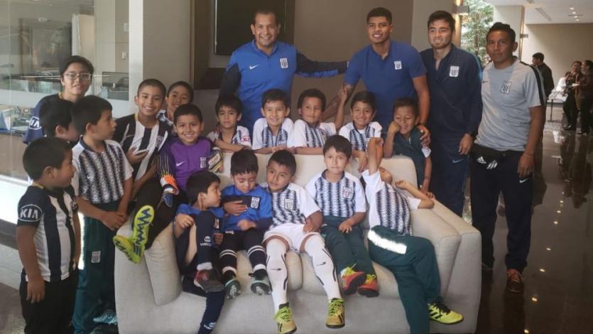 Jugadores de Alianza Lima recibieron sorpresiva visita en la previa del partido contra César Vallejo (FOTOS)
