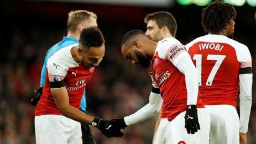 Premier League: Arsenal abre el año goleando en casa