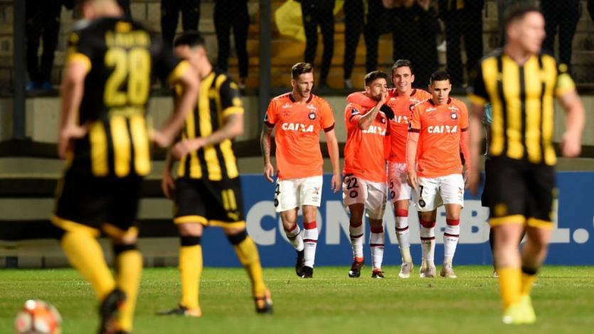 Atlético Paranaense goleó y eliminó a Peñarol (4-1)