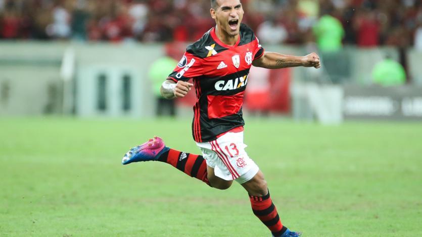 Miguel Trauco fue titular en la victoria del Flamengo