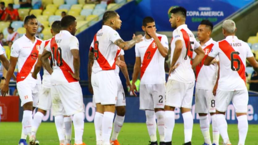 """Zambrano criticó el uso del VAR: """"Nos tienen en suspenso de 2 a 3 minutos en pleno juego"""""""