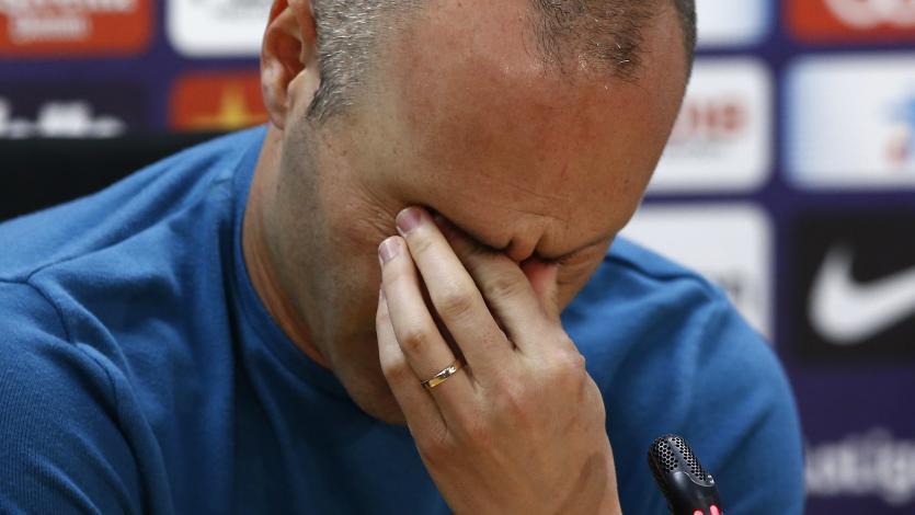 Andrés Iniesta, entre lágrimas, oficializó su salida del FC Barcelona