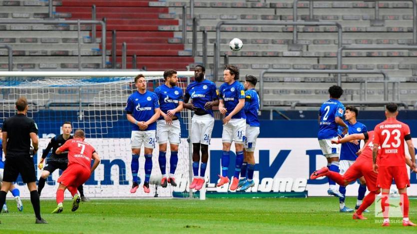 Bundesliga: Augsburg aprovechó el mal regreso del Schalke y goleó de visita