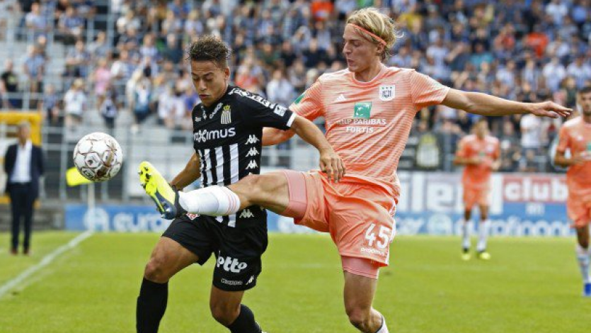Benavente dio espectacular asistencia en la caída del Charleroi