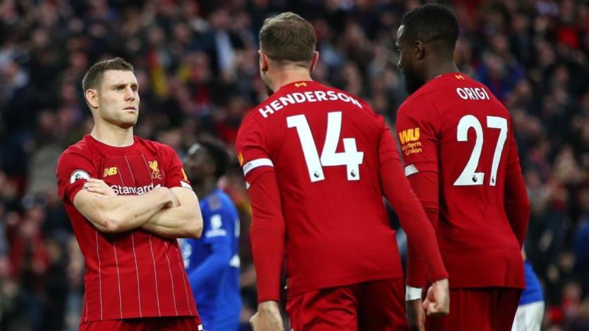 Liverpool superó sobre la hora a Leicester y sumó su octavo triunfo seguido