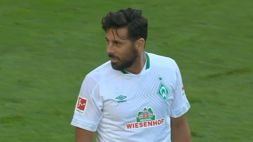 Claudio Pizarro y el Werder Bremen festejaron sobre la hora