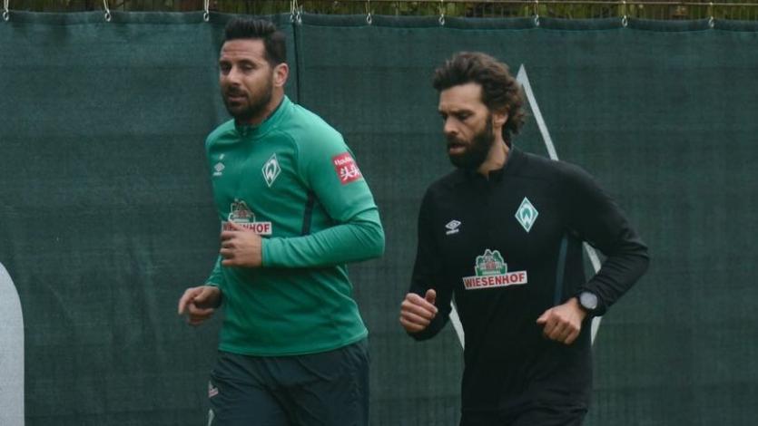 Técnico de Werder Bremen elogió a Claudio Pizarro antes de la reanudación de la Bundesliga