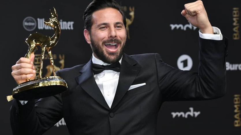 Claudio Pizarro gana el Premio Bambi en Alemania