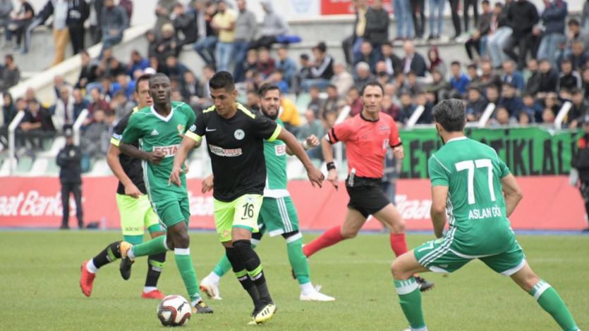 Paolo Hurtado dio una asistencia en la caída del Konyaspor