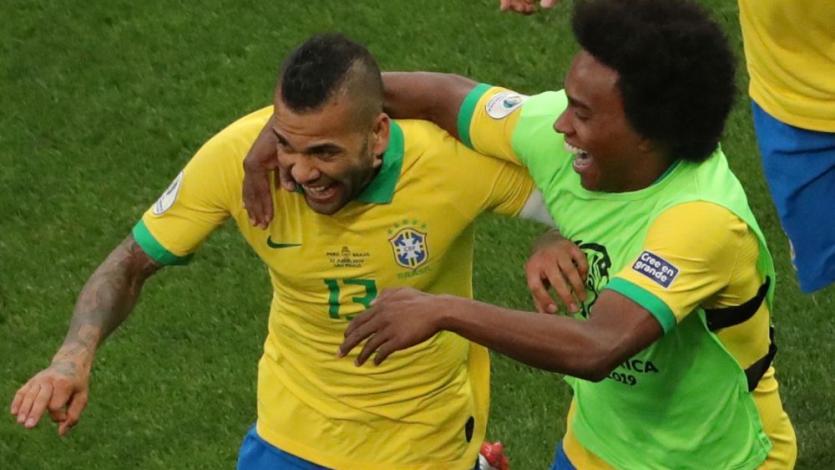 La  publicación de Dani Alves tras conocer que Perú clasificó a la final de la Copa América