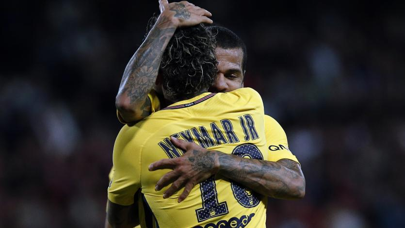 Dani Alves le hizo una fuerte promesa a Neymar de cara al duelo por Champions League