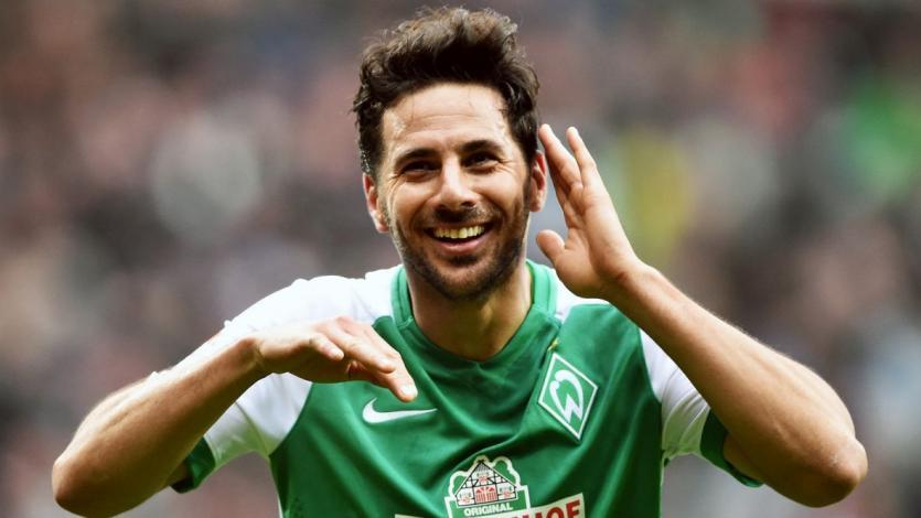 Claudio Pizarro consiguió su victoria número 100 con Werder Bremen y así lo celebró el club
