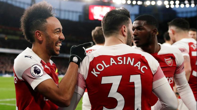 Arsenal se impone ante el Manchester United y se mete en la 'zona Champions'