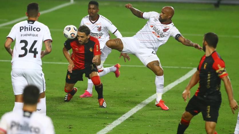 ¡Palomita para el triunfo! Cristian Bordacahar y su golazo ante Athletico Paranaense para el triunfo de FBC Melgar