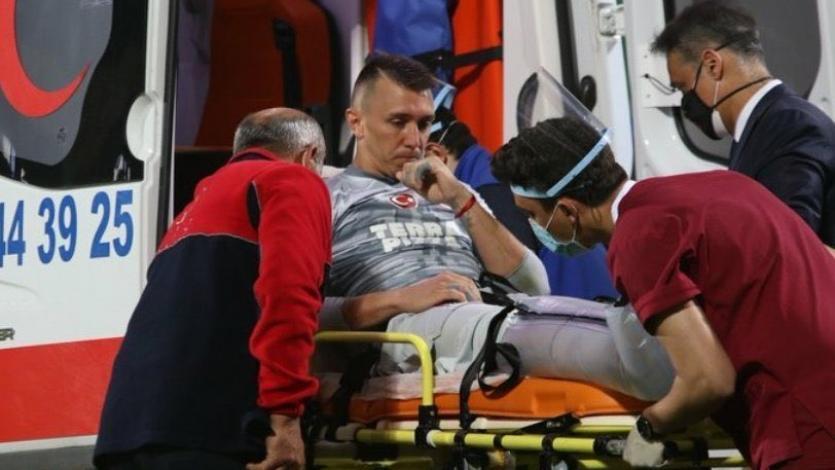 Galatasaray: Fernando Muslera será operado el martes de la fractura de tibia y peroné