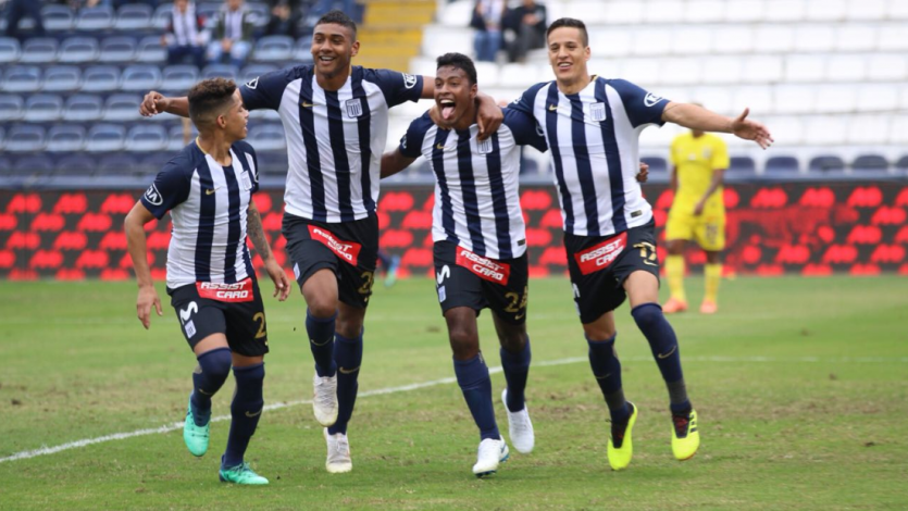 Alianza Lima celebra desde lo más alto el triunfo ante Comerciantes Unidos
