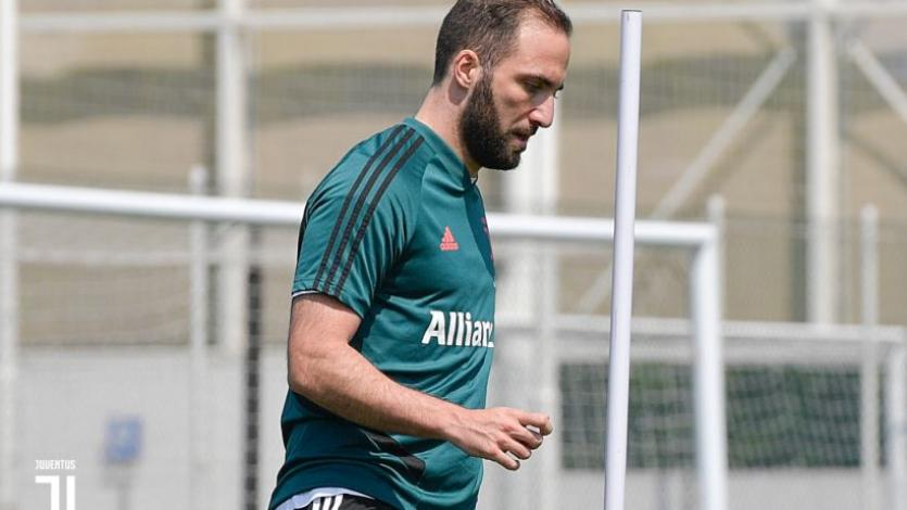 Juventus: Gonzalo Higuaín se retira de los entrenamiento por molestias