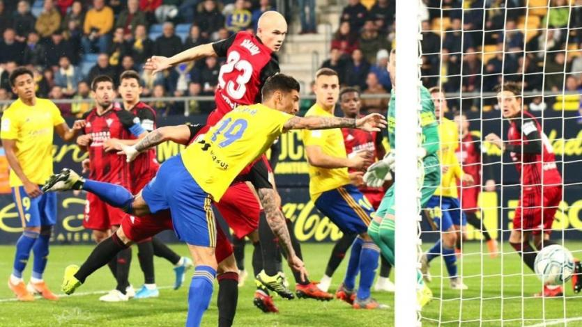 Peruano Jean Pierre Rhyner marcó su primer gol y Cádiz es líder de la Segunda División española (VIDEO)