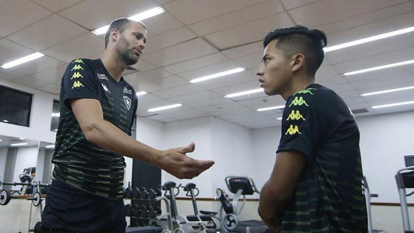 Alexander Lecaros: ¿cuál es su futuro en el Botafogo?