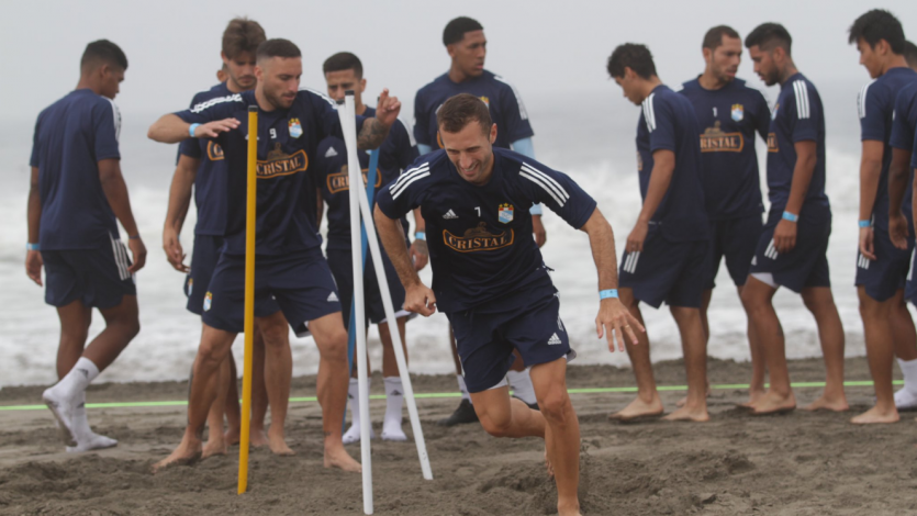 Liga1 Movistar 2020:  Sporting Cristal intensificó el entrenamiento del día en la playa (FOTOS)