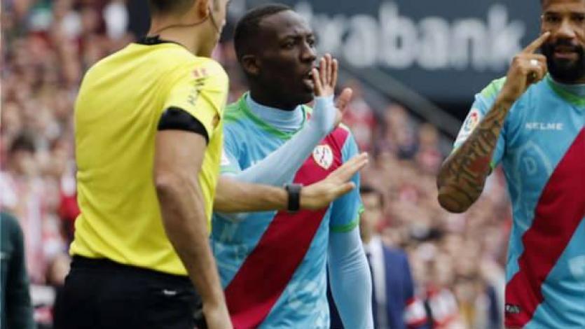 Luis Advíncula no es convocado por decisión técnica