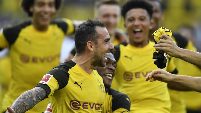 Paco Alcácer anotó un hat-trick y le dio triunfo agónico al Dortmund