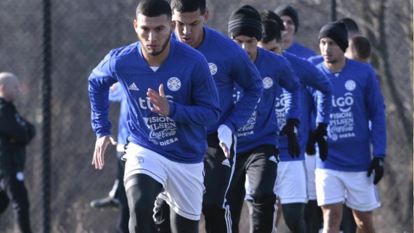 Paraguay entrenó con su plantel completo para medirse con Perú