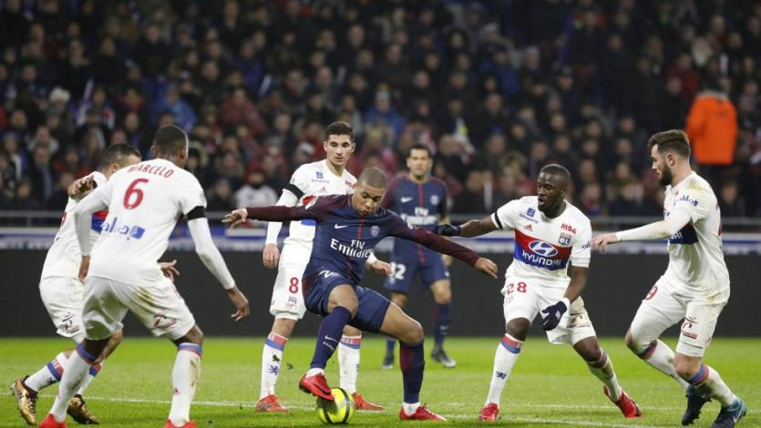 PSG cayó por 2-1 ante el Lyon
