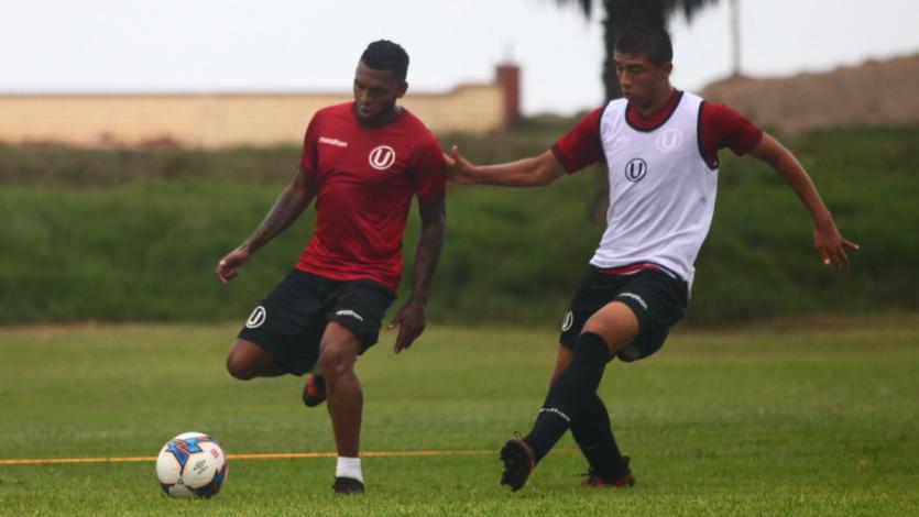 Universitario entrena con Alberto Quintero recuperado
