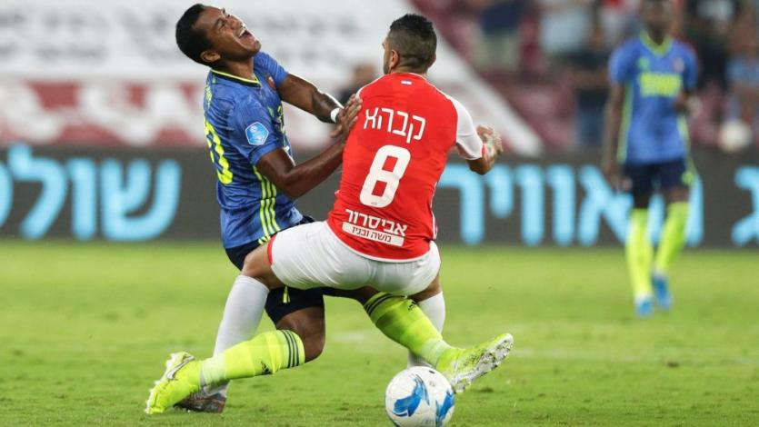 Europa League: Feyenoord de Renato Tapia tuvo detallazo con hinchas peruanos tras clasificar