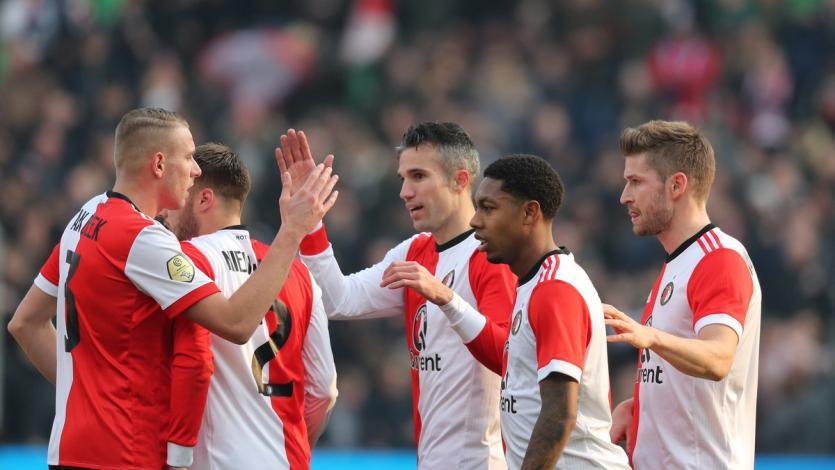 Feyenoord gana de la mano de Robin van Persie